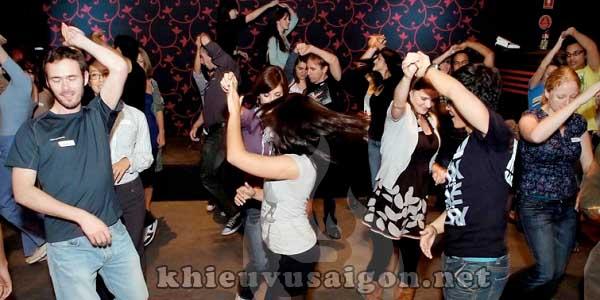 Giảm cân sau Tết với các điệu nhảy khiêu vũ