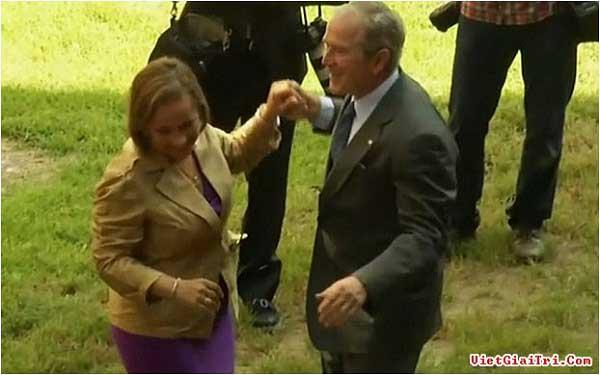 Cựu tổng thống W. Bush trổ tài khiêu vũ